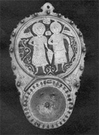 Κατσί διακοσμημένο με σμάλτο με τους Αγίους Θεόδωρο και Δημήτριο.