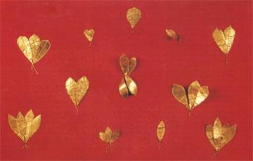 Προανακτορικά φυλλοφόρα κλωνάρια από το Νεκροταφείο Μόχλου (Μουσείο Αγ. Νικολάου).