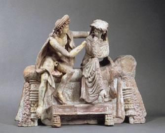 Ζευγάρι αγκαλιασμένο στο νυφικό κρεβάτι, πήλινο κτέρισμα σε τάφο στη Μύρινα της Μ. Ασίας, 150-100 π.Χ., Μουσείο Λούβρου.