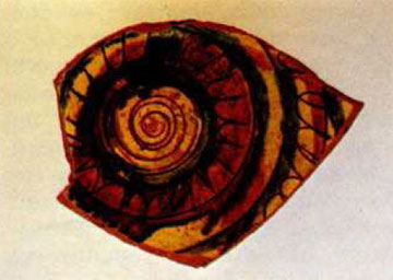 Όστρακο ανεικονικού ρυθμού από τη Θεσσαλία (Λαογραφικό Μουσείο Λάρισας).