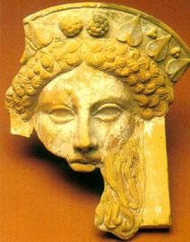 Πήλινο προσωπείο Διόνυσου από τη Μαρώνεια, 4ος αι. π.Χ. Μουσείο Κομοτηνής.
