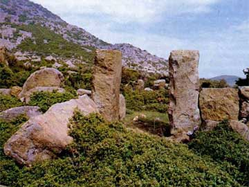 Μαρώνεια, Άγιος Γεώργιος. Μεγαλιθική πύλη του δυτικού σκέλους των τειχών.