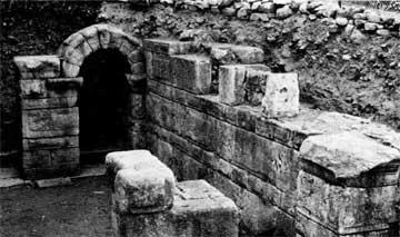 Μνημειακή πύλη της Μαρώνειας.