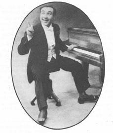 Ο Αττίκ στο πιάνο του.
