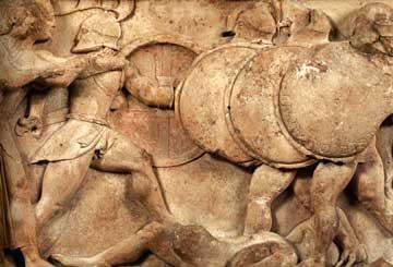 Από τη Γιγαντομαχία της βόρειας ζωφόρου του Θησαυρού των Σιφνίων.