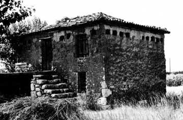Ενσωματωμένος σε σπίτι περιστεριώνας στην περιοχή της Μαντινείας.