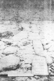 Πλακόστρωτος δρόμος της μυκηναϊκής πόλης στο βυθό της περιοχής Ελαφονήσου (υποβρύχια φωτογραφία).