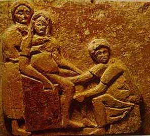 Μαία εν δράσει την ώρα του τοκετού, Isola Dell' Sacra, Ostia, 1ος αι. μ.Χ.