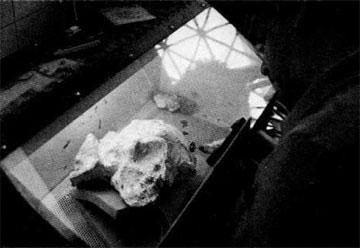 Καθαρισμός του κρανίου ΛΑΟ Ι/Σ 2 στο θάλαμο αμμοβολής.