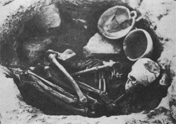 Χοιροκοιτία, ακεραμική περίοδος (5800-5250 π.Χ.). Χαρακτηριστικός τρόπος ταφής.