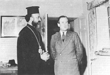 Ο Αρχιεπίσκοπος Μακάριος με τον κυβερνήτη της Κύπρου στρατάρχη Sir John Harding που θα τον εξορίσει στις Σεϋχέλλες.