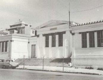 Κύρια όψη του Παρθεναγωγείου του Πειραιά (Αρχείο Εμπορικής Τραπέζης).