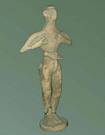 Πήλινο ειδώλιο λατρευτή με εγχειρίδιο από το «ιερό κορυφής» του Πετσοφά (περ. 20ός αι. π.Χ.).