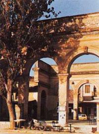 Τόξα και υποστυλώματα κεντρικού τμήματος της αγοράς στο Άργος.