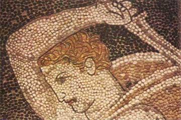 Σε σκηνή κυνηγιού από την Πέλλα, η μορφή τονίζεται με περίγραμμα από μολύβδινη ταινία.