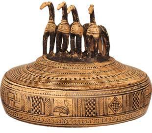 Αττική υστερογεωμετρική πυξίδα με τέσσερα άλογα στο πώμα από τον Κεραμεικό, 750-735 π.Χ. Εθνικό αρχαιολογικό Μουσείο, Α 17972.