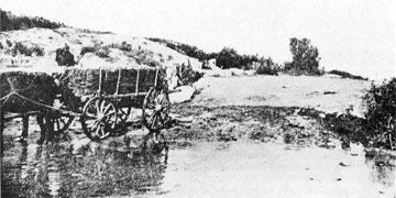 Νερά από τις πηγές στην είσοδο του αρχαιολογικού χώρου. ΠΑΕ 1931, σελ. 45, εικ. 2.