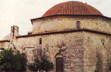 Το τζαμί-εκκλησία του Αγίου Κωνσταντίνου στο Άργος, νότια όψη. Καμπαναριό έχει αντικαταστήσει το μιναρέ.