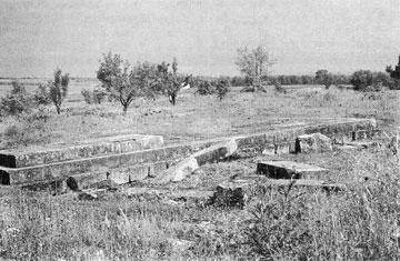 Τα ερείπια του ναού του «Θαυλίου Διός». Άποψη από ΝΑ.
