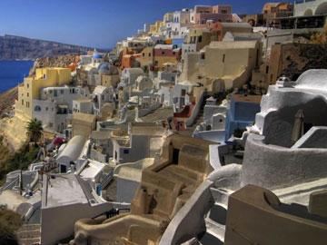 Ο παραδοσιακός οικισμός της Οίας στη Σαντορίνη είναι ο πρώτος διατηρητέος οικισμός της Ελλάδας.