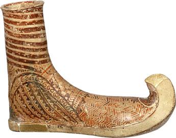 Ρυτό σε σχήμα υποδήματος. Θαλαμωτός τάφος, Βούλα Αττικής, 14ος αι. π.Χ. Εθνικό Αρχαιολογικό Μουσείο.