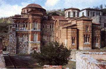 Άποψη του εκκλησιαστικού συγκροτήματος του Οσίου Λουκά.