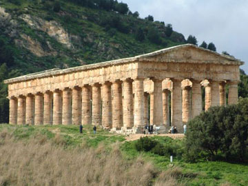 Δωρικός ναός του 5ου αι. π.Χ., αφιερωμένος στη θεά Ήρα. Σεγέστα Σικελίας.