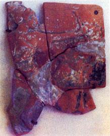 Πήλινος αναθηματικός πίνακας με παράσταση Αρτέμιδος πάνω σε ταύρο. Τέλος 6ου αι. π.Χ. Μουσείο Βραυρώνος.