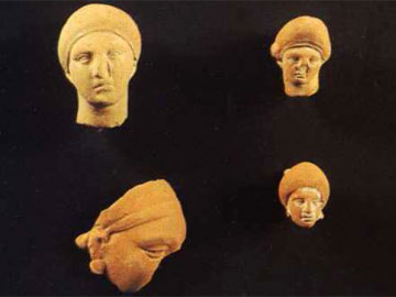 Κεφάλια πήλινων γυναικείων ειδωλίων (Πειραιάς, Αρχαιολογικό Μουσείο