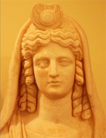 Άγαλμα Ίσιδος, Γόρτυνα (180-190 μ.Χ.). Αρχαιολογικό Μουσείο Ηρακλείου.