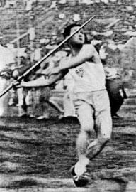 Ο πρωταθλητής Ελλάδας και ρέκορντμαν Ν. Παπαγεωργίου στη Βαλκανιάδα του Ζάγκρεμπ το 1934.