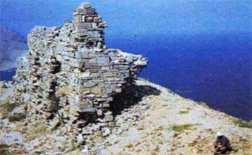 Τμήμα του τείχους της αρχαίας Ίμβρου στο Κάστρο.