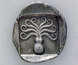 Αργυρό δίδραχμον Ερέτριας, π. 500–480 π.Χ. Οπισθότυπος: Χταπόδι. Αθήνα, Νομισματικό Μουσείο.