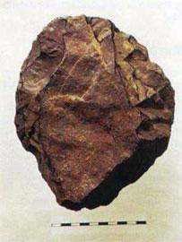Ογκώδες λιάνιστρο (chopping tool) της Κατώτερης Παλαιολιθικής. Βρέθηκε στο Βόλερι, κατασκευασμένο από ντόπιο πυριτόλιθο.