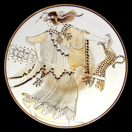 Μαινάδα, στεφανωμένη με φίδι, σείει πάνθηρα. Κύλικα του ζωγράφου του Βρύγου (490-480 π.Χ.), Staatliche Antikensammlungen, Μόναχο