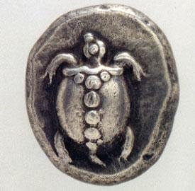 Αργυρός στατήρ Αίγινας, π. 480 π.Χ. Στη μπροστινή όψη, θαλάσσια χελώνα. Νομισματικό Μουσείο, Αθήνα.