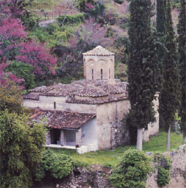Το Καθολικό της ερειπωμένης Μονής των Ταξιαρχών κοντά στο χωριό Νεράιδα της Στυλίδας. Μέσα 18ου αι.