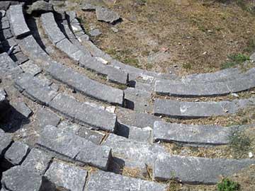 Το μικρό θέατρο της αρχαίας Αμβρακίας, στο κέντρο της Άρτας.