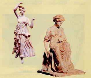 Δύο γυναικεία ειδώλια φτιαγμένα με μήτρα από την ελληνιστική Τανάγρα.