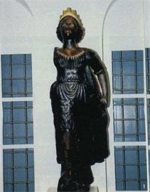 Γενική άποψη του ακρόπρωρου, στη θέση που τοποθετήθηκε μετά τη συντήρησή του, στο νέο Ναυτικό Μουσείο Γαλαξειδίου.