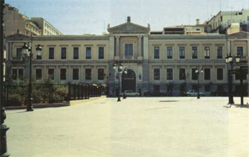 Το κτίριο της Εθνικής Τράπεζας, που προήλθε από τη συνένωση ιδιωτικών κατοικιών.