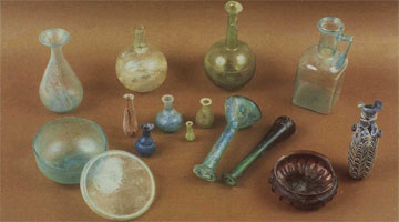 Γυάλινα αγγεία από το ρωμαϊκό νεκροταφείο της Σάμης.