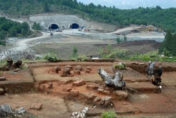 Άποψη της σωστικής ανασκαφής στα Πριόνια Δήμου Γόργιανης Νομού Γρεβενών.