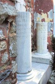 Ταφικές επιγραφές του Δημητρίου Σκυλίτση και του Παύλου Ροδοκανάκη.