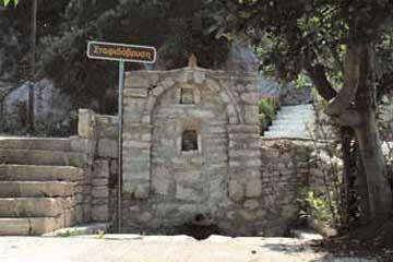 Η Σταφιδόβρυση, μία από τις τέσσερις οθωμανικές κρήνες της Άνω Πόλης Κυπαρισσίας.
