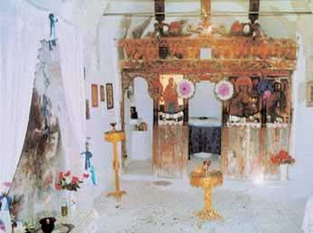 Το εσωτερικό της Μονής του Αγίου Μερκουρίου (φωτ. Μαρία Ανδρουλάκη, 16.8.2005).