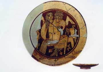 Ζεύγος εραστών σε κήπο. Εφυαλωμένο πιάτο (αρχές 13ου αι.) από την Κόρινθο. Κόρινθος, Αρχαιολογικό Μουσείο.