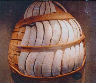 Οδοντόφρακτο κράνος από την Ελάτεια, 13ος αι. π.Χ. Αρχαιολογικό Μουσείο Λαμίας.