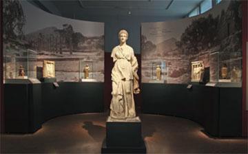 Άποψη από την περιοδική έκθεση «Γυναικών Λατρείες: Τελετουργίες και Καθημερινότητα στην Κλασική Αθήνα» που φιλοξενείται στο ΕΑΜ.