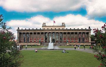 Το Altes Museum φιλοξενεί τη Συλλογή Χαλκών της Συλλογής Αρχαιοτήτων του Βερολίνου των Κρατικών Μουσείων Βερολίνου.